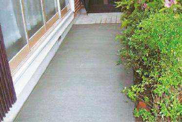 手すりやざらつきのあるコンクリートに変更します。