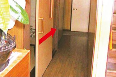 出入りのしやすい、軽い引き戸に交換します。